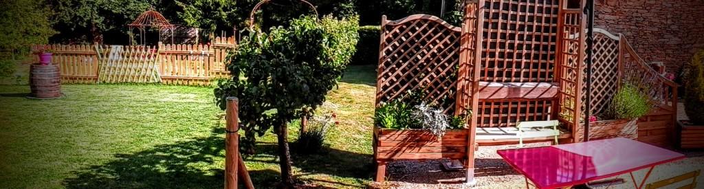 La terrasse et le jardin du gîte Marmotte